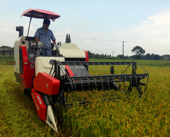 rice_harvester_working
